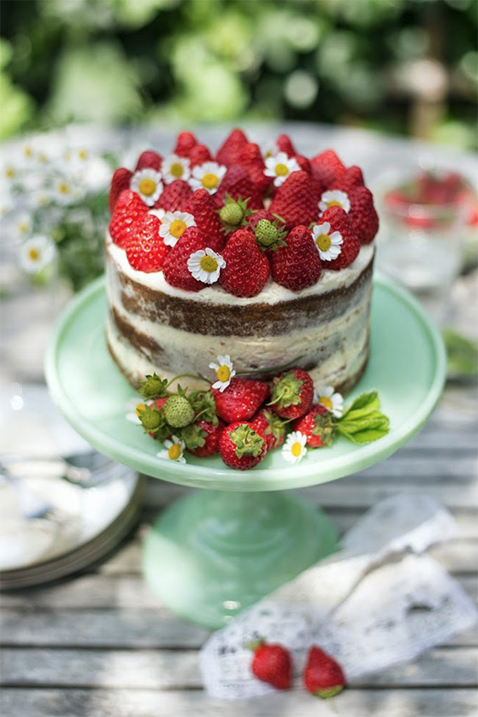 Strawberries and cream naked cake by Supergolden bakes