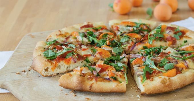 Apricot and prosciutto pizza - recipe by Flour Arrangements