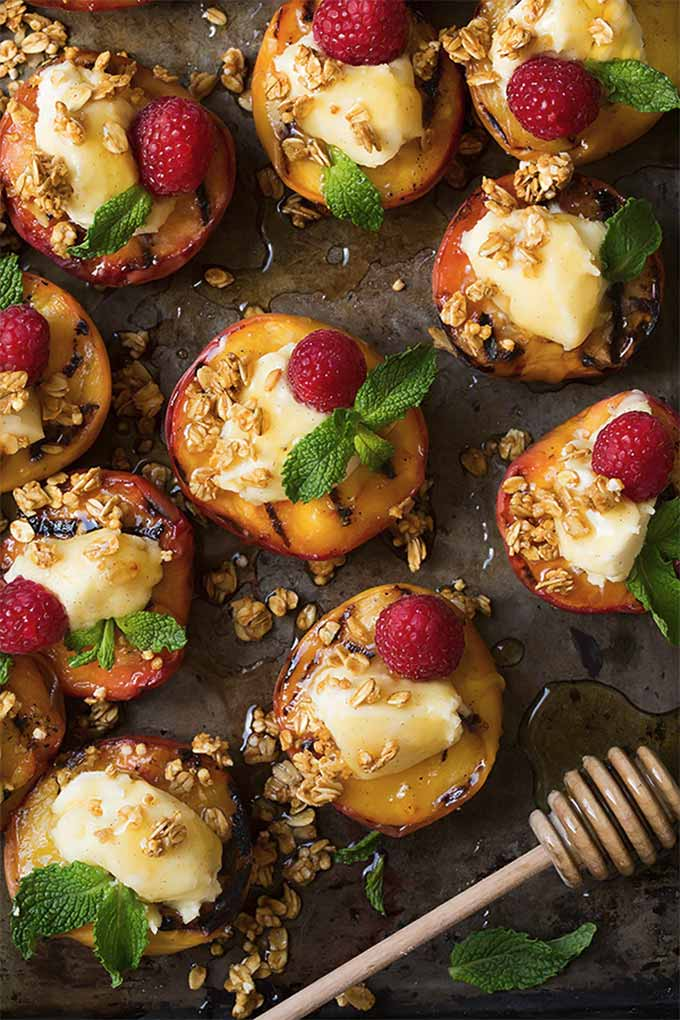 Grilled peaches with vanilla mascarpone, honey, and granola - recipe by cooking classy