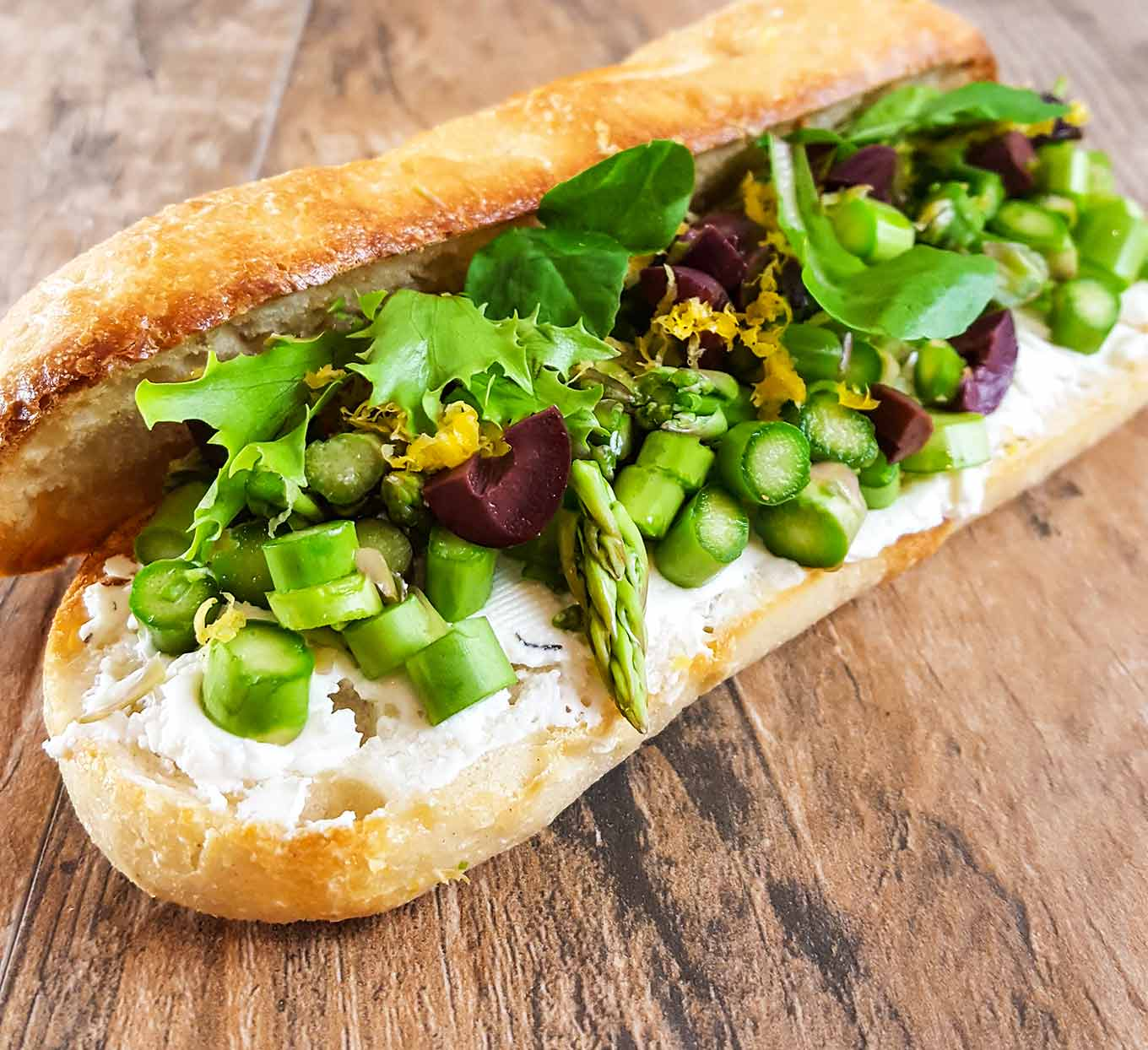 Lunch recipes - a picnic sandwich that holds until lunch time. Raw, crisp and slightly sweet asparagus from the farmers market stays crisp all day, even in this make-ahead version.