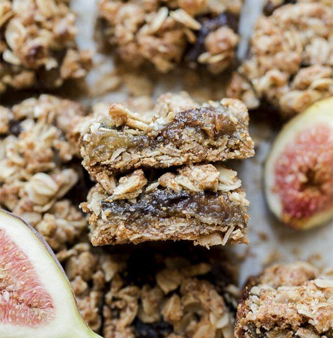 Oatmeal fig bars by Bakerita