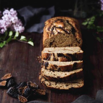 Banana bread with figs