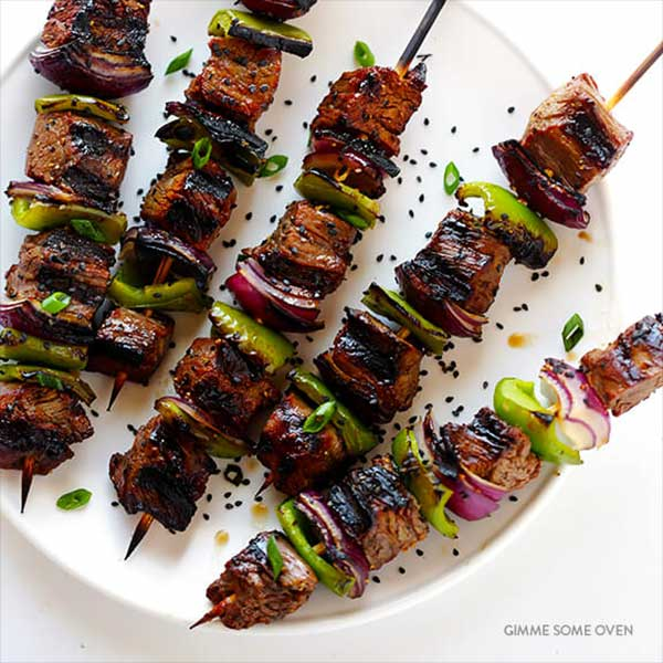 steak, bell pepper, and onion kabobs. Recipe by Gimme Some Oven