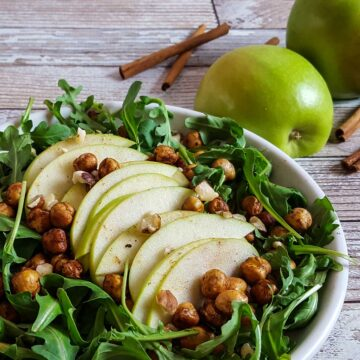 Arugula with apples and chickpeas. Recipe by Ask The Food Geek.