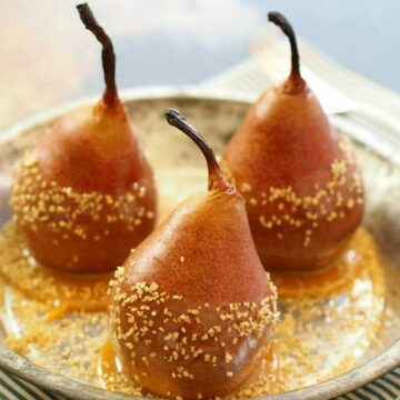 Baked pears dipped in caramel. Recipe by The Cookie Rookie