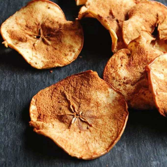 Spiced apple chips. Recipe by Rhubarbarians.