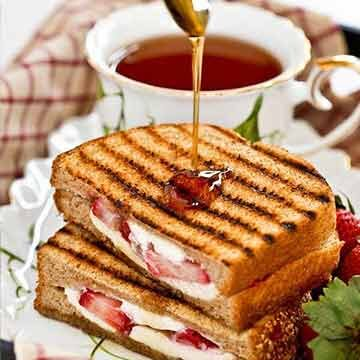 strawberry grilled cheese by Roti n Rice