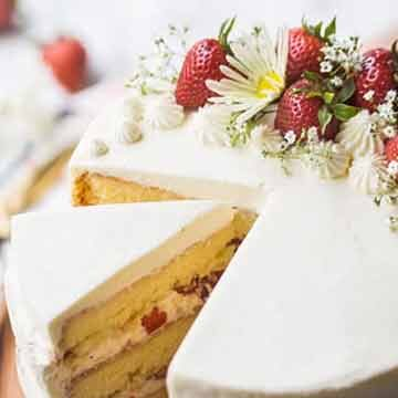 Strawberry shortcake cake recipe by Baking a Moment