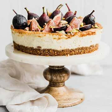 Classic cheesecake with figs & honey by Broma Bakery