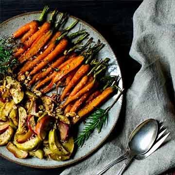 Maple-roasted cardamom-spiced carrots and apples, recipe by Vanilla and Bean