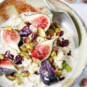 Overnight oats with figs and pistachios recipe by Kitchen Sanctuary